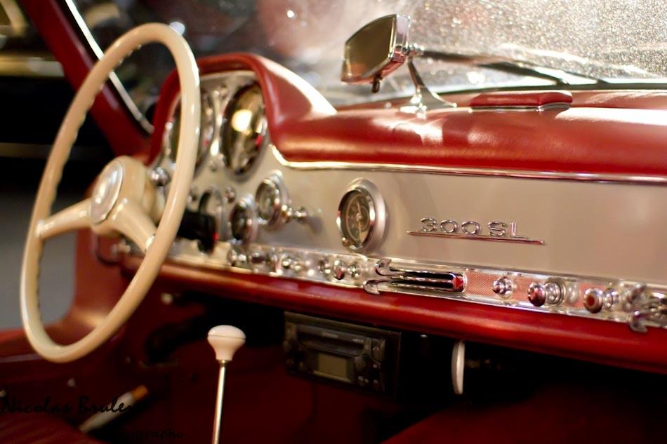 motorcars artcurial 2011 mercedes 300 SL grise intérieur rouge cuir